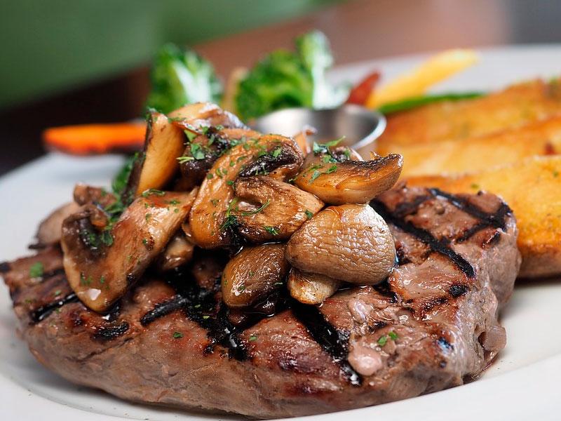 Solomillo de toro de lidia con salsa de champiñones - Carnes Carrasquilla